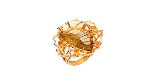 Anel em ouro, criado com toda a arte das Jóias Maria João Bahia - Joalharia Portuguesa.