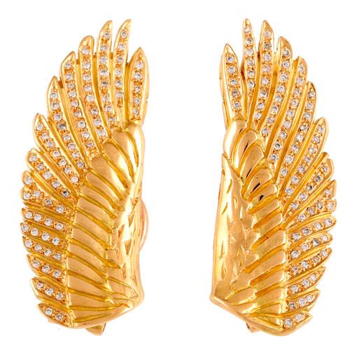 Brincos em forma de asas, em ouro amarelo, com diamantes.