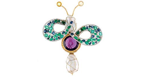 Alfinete com pérola barroca, ametista, diamantes, safiras, esmeraldas e ouro branco
